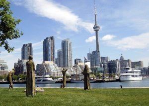 Хоккей, кленовый сироп и знаменитый Торонто - все это Канада